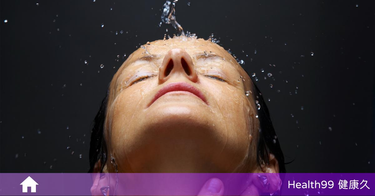 You are currently viewing 洗澡時為什麼不可以順便一起洗臉?專家表示:「沒有科學根據,重點是怎麼洗!」